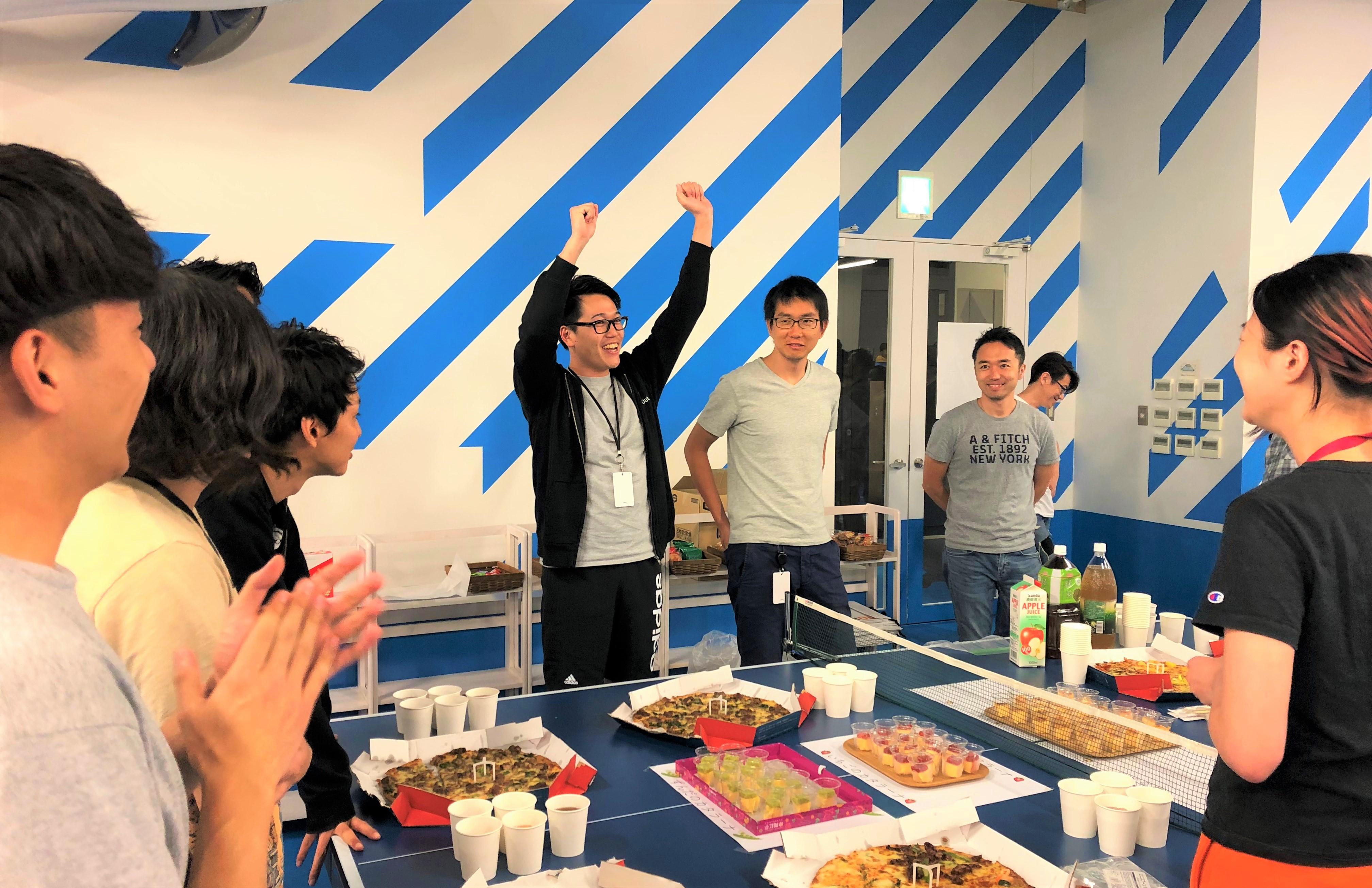 【全社でワイワイ8月】Global CEO 本田も参加!手土産のバーガーで早食い選手権スタート!?